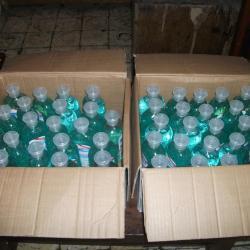 Des gels hydroalcooliques qui sont distribués aux enfants et aux familles pour lutter contre la COVID-19